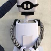 Robot con cabeza retráctil y ruedas ,para luz Negra. Se transforma en un cubo de basura en algunas de las escenas.  #robot #puppet #robotpuppets
