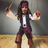 Jack Sparrow ya está entre nosotros!, de nuestra colección online de marionetas de Hilo. #marionetas #pirata #jacksparrow #titeres