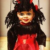 Muchacha Diabla 🧛♀️ Marioneta de hilo de vástago metálico y 4hilos  #marionette  #marionetas  #ricimarionettes #diabla #puppets