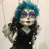 La Muerta !!, se acerca Halloween y aparecen personajes ocultos en La Tiendita  #lamuerta #halloween #lanoviacadaver  #marionetas